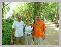 Guide touristique francophone en train de guider couple français à Rio de Janeiro