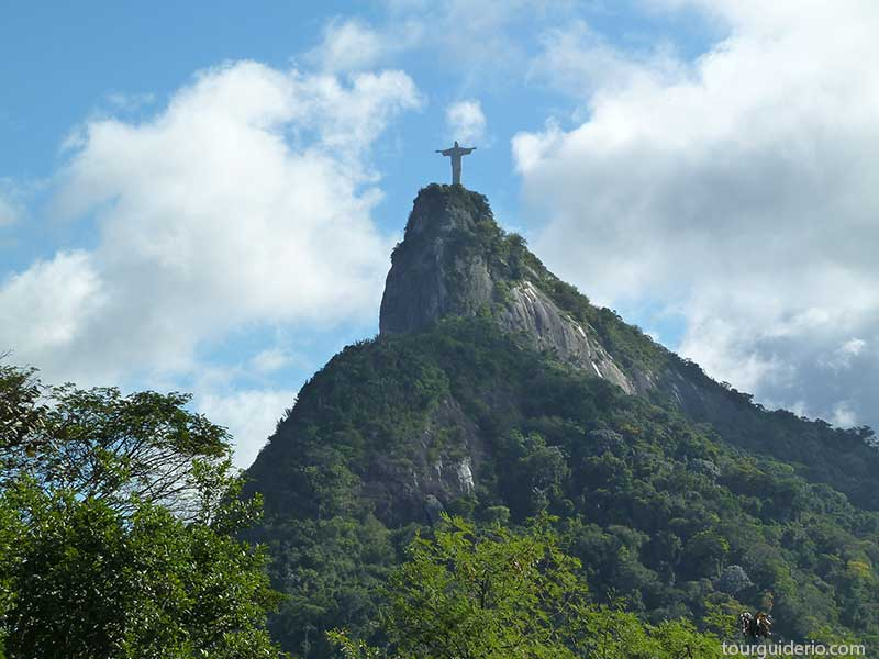 Le-Christ-Rédempteur-à-Rio-de-Janeiro